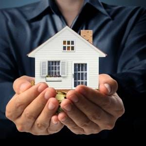 Most people believe a person providing information or advice on investing in property should have some level of formal property investment education or training, according to a survey.